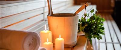 Saunaaufguss mit Kerzen